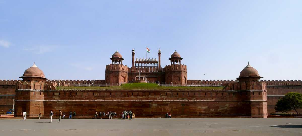 write about red fort